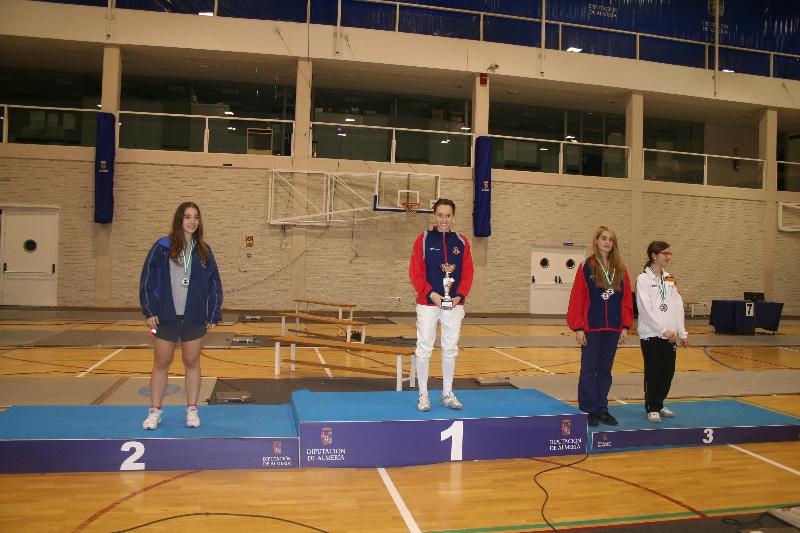 podio-florete-m-20-esperanza-oliver-campeona-y-andrea-castro-medalla-de-bronce
